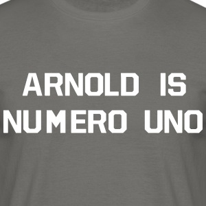 ARNOLD IS NUMERO UNO T-Shirts - Männer T-Shirt