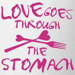 Love goes through the stomach Tassen & Zubehör - Tasse