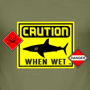 caution when wet danger en T-Shirts - Männer Slim Fit T-Shirt