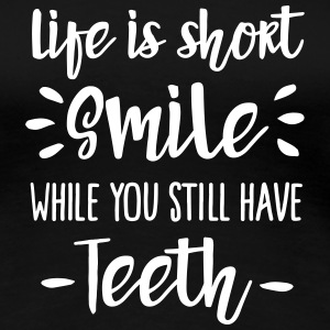 Life is short,  smile, while you still have teeth T-shirts - Vrouwen Premium T-shirt