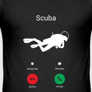 Scuba ruft! T-Shirts - Männer Slim Fit T-Shirt