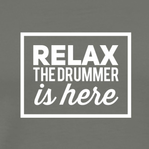 Relax the drummer is here! - Männer Premium T-Shirt
