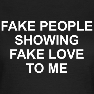 Fake people showing fake love to me Camisetas - Camiseta mujer