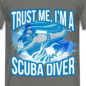Trust me, I am a scuba diver - Men's T-Shirt