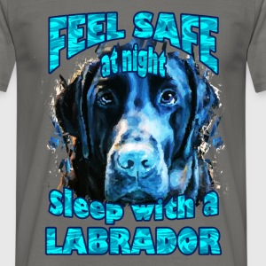 Feel safe at night, sleep with a Labrador - Men's T-Shirt