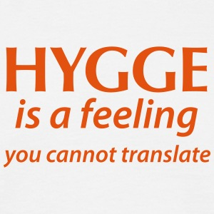 Hygge is a Feeling You cannot translate Glück Yes - Männer T-Shirt