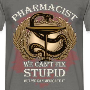 Pharmacist we can't fix stupid but we can medicate - Men's T-Shirt