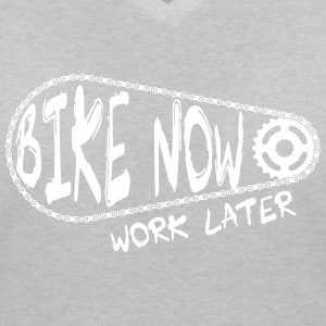 bike now work later T-Shirts - Frauen T-Shirt mit V-Ausschnitt
