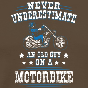 Never underestimate an old guy on a Motorbike - Männer Premium T-Shirt