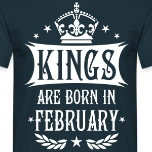 Kings are born in February Krone King T-Shirt - Männer T-Shirt