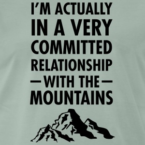 Committed Relationship With The Mountains T-shirts - Mannen Premium T-shirt