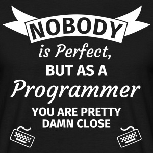 Nobody is Perfect but as a Programmer you are Pret T-Shirts - Männer T-Shirt