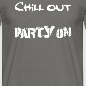 MännerShirt Chill out - Party on - Männer T-Shirt