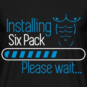 Installing six pack ... coming soon  - Männer T-Shirt