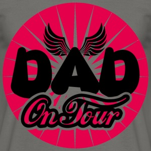 Dad on Tour - Männer T-Shirt