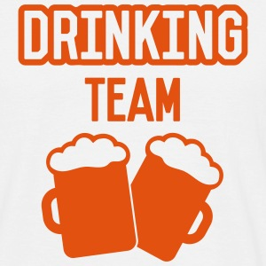 Beer drinking team - Männer T-Shirt