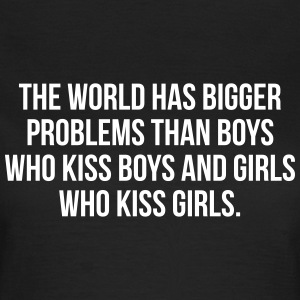 The world has bigger problems than boys T-skjorter - T-skjorte for kvinner