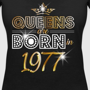 1977 - Birthday - Queen - Gold - EN T-Shirts - Women's V-Neck T-Shirt