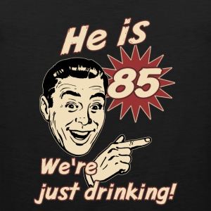 He is 85 we are just drinking - birthday gift present - set right - RAHMENLOS  Sportbekleidung - Männer Premium Tank Top