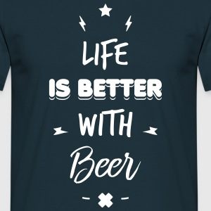 life is better with beer - Männer T-Shirt