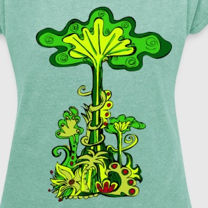Jungle tree, tropical rainforest, summer, flowers - Women's T-shirt with rolled up sleeves
