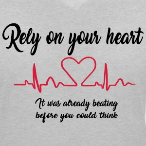 Rely on your heart ... 2017 T-Shirts - Frauen T-Shirt mit V-Ausschnitt