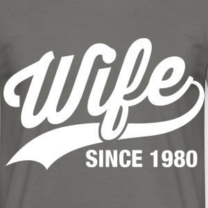 wife since 1980 T-Shirts - Männer T-Shirt