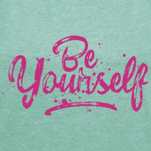 Be Yourself Typografie T-Shirts - Frauen T-Shirt mit gerollten Ärmeln