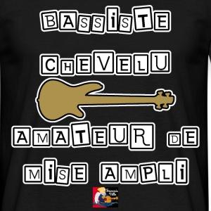 BASSISTE CHEVELU AMATEUR DE MISE AMPLI