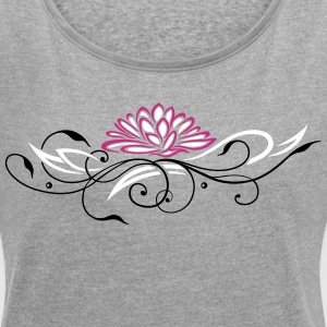 Large lotus flower with filigree ornament - Women's T-shirt with rolled up sleeves
