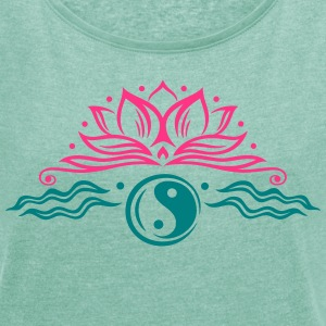 Large lotus flower with yin and yang symbol. - Women's T-shirt with rolled up sleeves