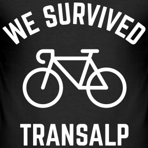 We Survived Transalp (Alpes / Bicicleta Carreras) Camisetas - Camiseta ajustada hombre