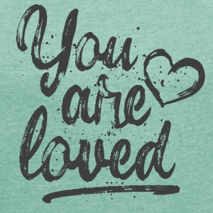 You are loved mit Herz - grau T-Shirts - Frauen T-Shirt mit gerollten Ärmeln