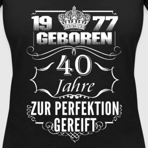 1977-40 years perfection - 2017 - DE T-Shirts - Women's V-Neck T-Shirt