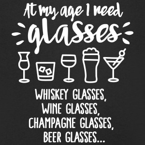 At my age I need glasses... T-shirts - Mannen T-shirt met V-hals
