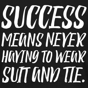 Success means never to wear suit and tie T-Shirts - Männer T-Shirt