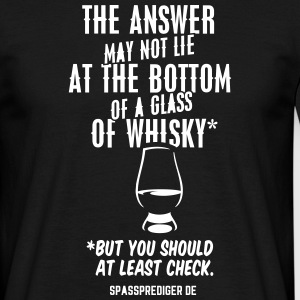Glass of whisky T-Shirts - Männer T-Shirt