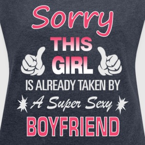 This Girl is already taken by - Couple T-Shirts - Frauen T-Shirt mit gerollten Ärmeln