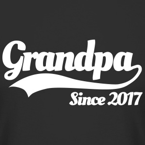 Grandpa since 2017 Tee shirts - T-shirt long homme