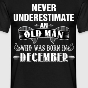 Never Underestimate An Old Man Who Was Born In De T-Shirts - Men's T-Shirt