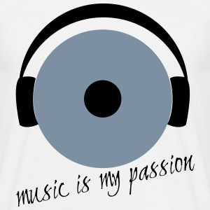 Music is my passion - Männer T-Shirt