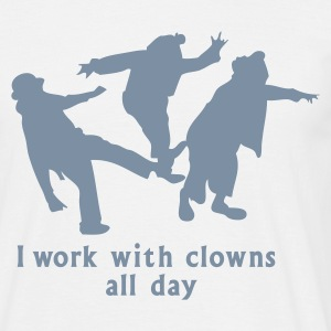 Weiß i work with clowns all day T-Shirts - Männer T-Shirt