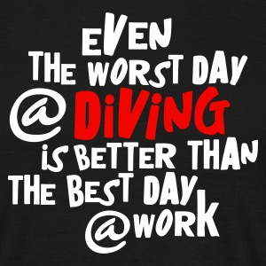 Zwart even the worst day at diving... T-shirts - Mannen T-shirt