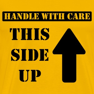Gelb Handle with care / This side up - PrintShirt.at T-Shirts - Männer Premium T-Shirt