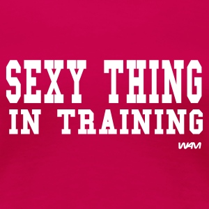 Pinkki sexy thing in training by wam T-paidat - Naisten premium t-paita