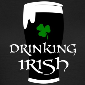 Drinking Irish T-Shirts - Frauen T-Shirt