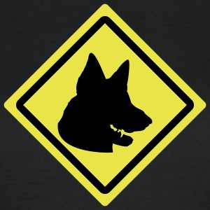 german shepherd roadsign T-Shirts - Frauen T-Shirt