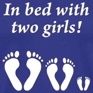 In bed with two girls - Im Bett mit zwei Mädchen, Vatertag - Men's Premium T-Shirt