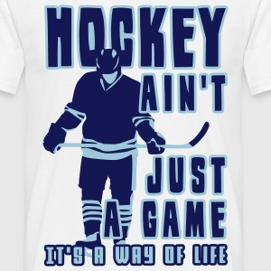 'Hockey Ain't Just A Game' Tee shirt classique homme - T-shirt Homme