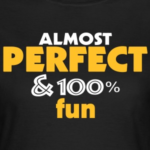 almost perfect and fun (2c) T-Shirts - Frauen T-Shirt
